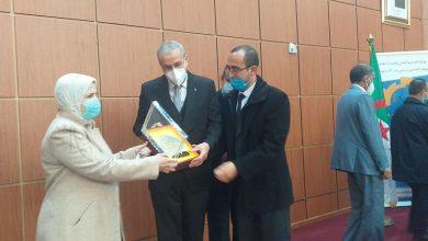 Photo of الدكتور محمد يونسي يكرم وزير التعليم العالي والبحث العلمي والسيدة والي تيبازة